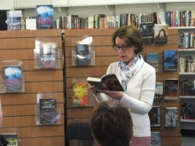 Pauline Rowson reading from one of her crime novels to the audience at Sandhurst Library